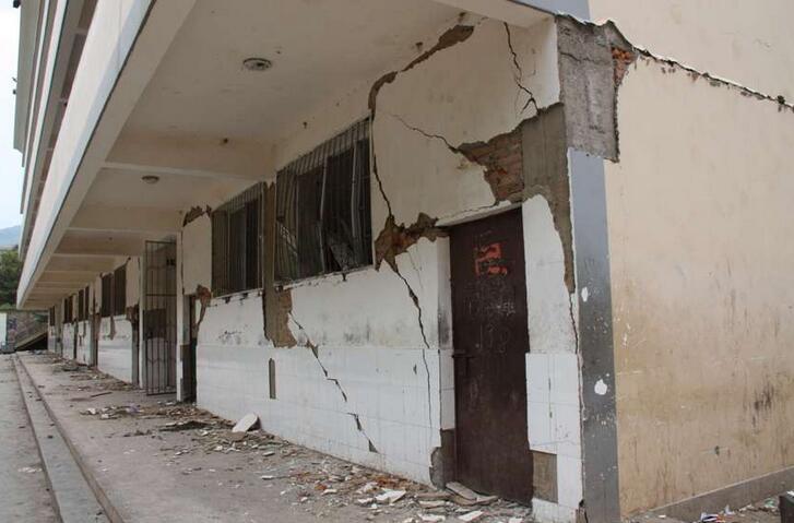 经过几十年的风雨剥蚀和各种自然的、人为的损坏,已沦为危险房屋