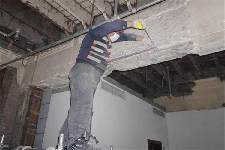 房屋在施工过程中,由于被偷工减料等原因未能达到设计要求,还有房屋使用过程中的随意改造等,致使房屋使用安全难以获得保障